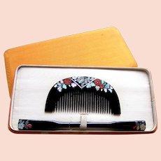 A boxed set of vintage Japanese hair comb and hair pin geisha set (AIF)