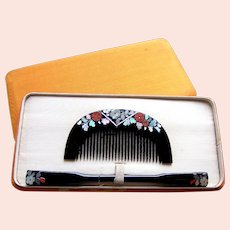 A boxed set of vintage Japanese hair comb and hair pin geisha set (AIF)