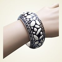 Vintage clamp bracelet ethnic style silver tone metal enamel 1970s - 80s