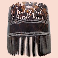 East Sumba (Indonesia) tortoiseshell hair comb with carved figures (AAC)