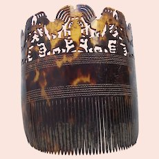 East Sumba (Indonesia) tortoiseshell hair comb with carved figures (AAF)