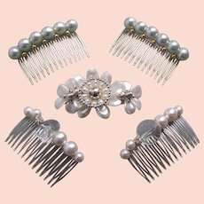 Five faux pearl 1980s hair accessories combs and barrettes