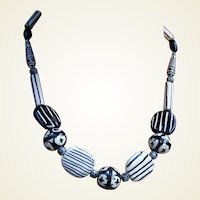 Vintage Modernist necklace choker black white ceramic beads (ABF)