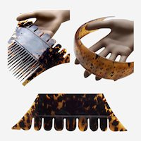 Ceylon (Sri Lanka) 2 male tortoiseshell hair combs from Kandy hair accessory