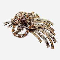 Large Hollywood Regency brooch with golden rhinestones