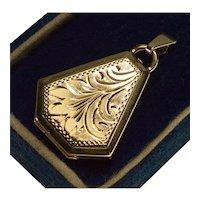 Antique Victorian 9K Gold Engraved Locket Pendant 002318