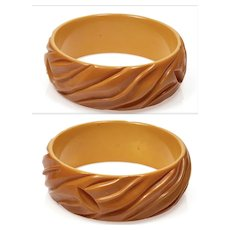 Art Deco Deep Carved Butterscotch Bakelite Bangle Bracelet C.1920