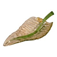 Beautiful Classic Modern Leaf Shaped Bowl With Gold Leaf
