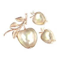 Sarah Coventry Delicious Molded Glass Apple Fruit Brooch Pin Earrings Set