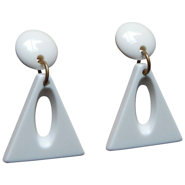 Geometric Mod 60 S 70 Heavy Weight White Plastic Clip Earrings
