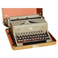 Early Mid Century Royal Arrow Typewriter with Case
