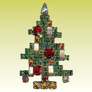 Coveted Vintage Weiss 5 Candle Red Green Rhinestone Christmas Brooch
