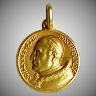 Vintage 18K Gold Pope St. John Rome Charm