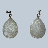 Stunning Mother-of-Pearl Earrings in 14K Gold