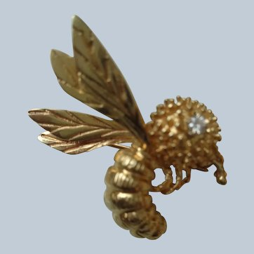 Adorable Bee Pin in 14K Gold with Diamond