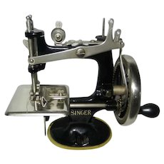 1920-1930's Fabulous Singer Model 20 Toy Sewing Machine