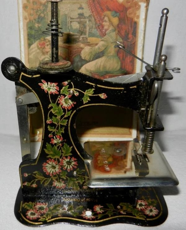 1910 S Rare German Muller Model 1b Toy Sewing Machine In