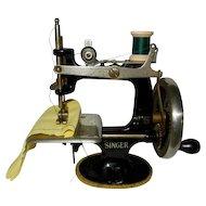 1930's-1940's Vintage Singer Toy Sewing Machine *Works Great*