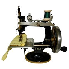 1930's-1940's Vintage Singer Toy Sewing Machine *Works Great*