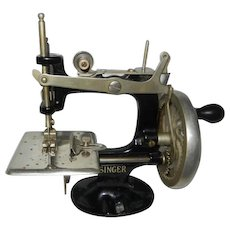 1920's 8 Spoke Hand Wheel Singer Model 20 Toy Sewing Machine
