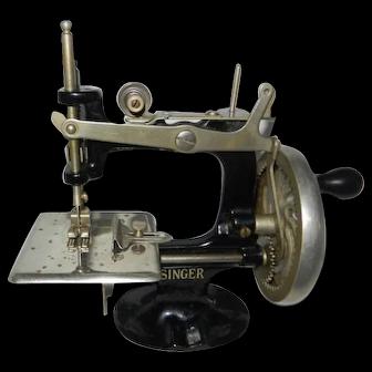 1920's 8 Spoke Hand Wheel Singer Model 20 Toy Sewing Machine
