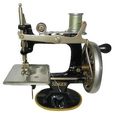 1922 Cast Iron Singer Toy Sewing Machine Model 20