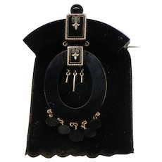 Victorian Mourning Brooch. Onyx and 14k Yellow Gold. Late 19th Century