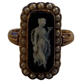 Late Georgian 18k Gold Ring Black agate Cameo & Pearls