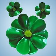 1960s Summer Green Enamel Flower Power Brooch & Earrings Set