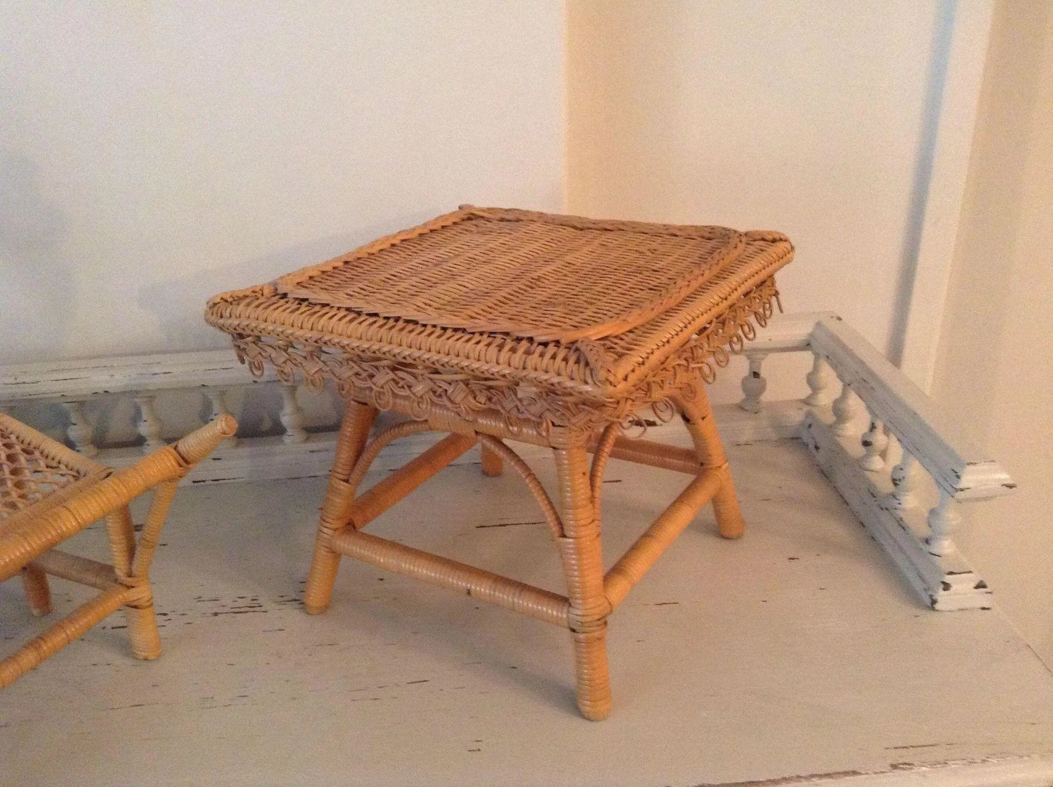 Antique french early wicker chaise longue and table circa for Antique chaise longue