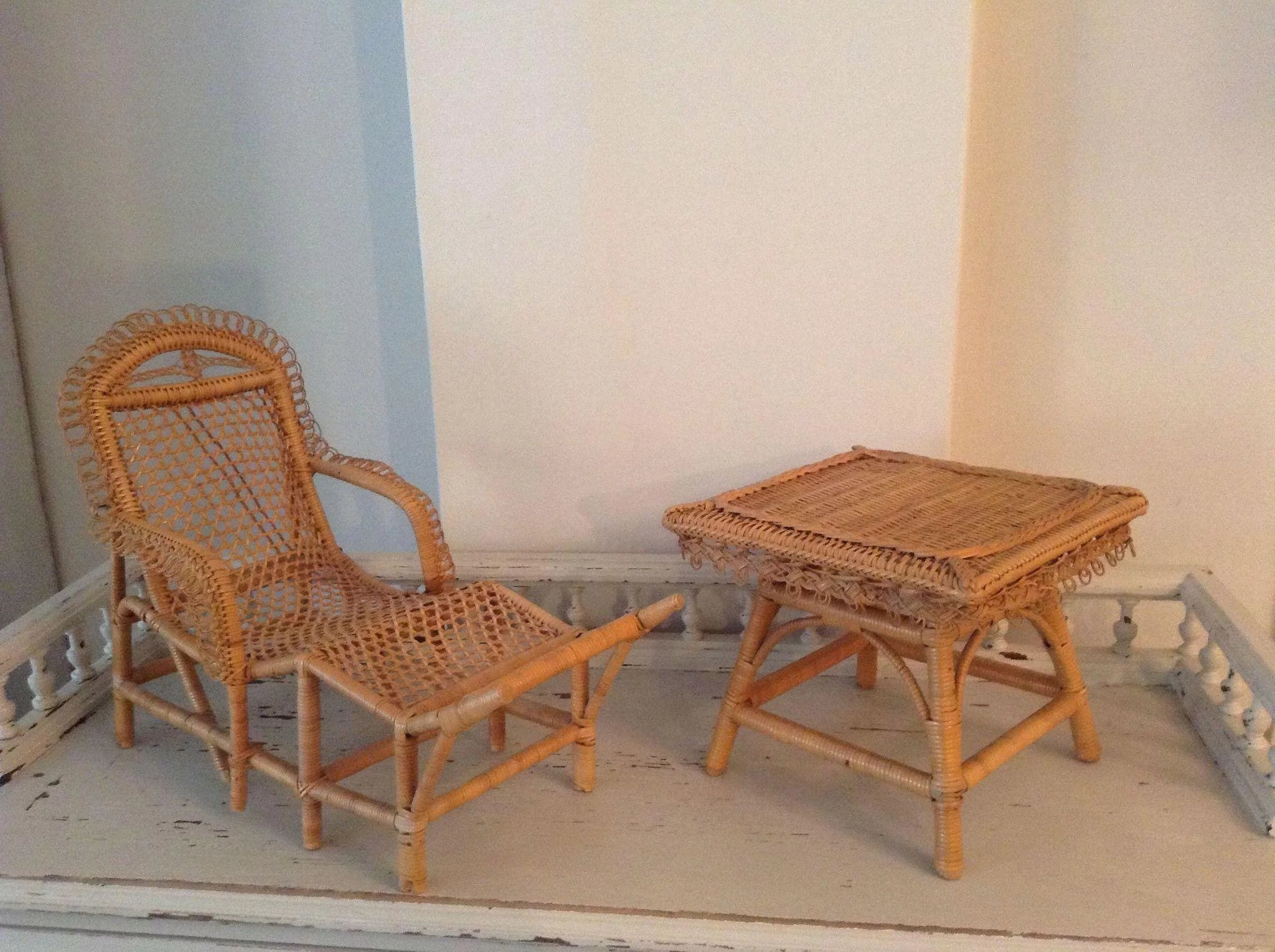 Antique french early wicker chaise longue and table circa for Antique french chaise longue