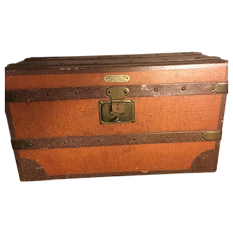 Rare antique dolls trunk from Paris store Au Nain Bleu