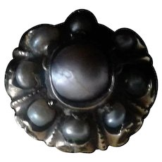 17th Century 18kt Gold and Natural Pearl Fede Chianina Ring
