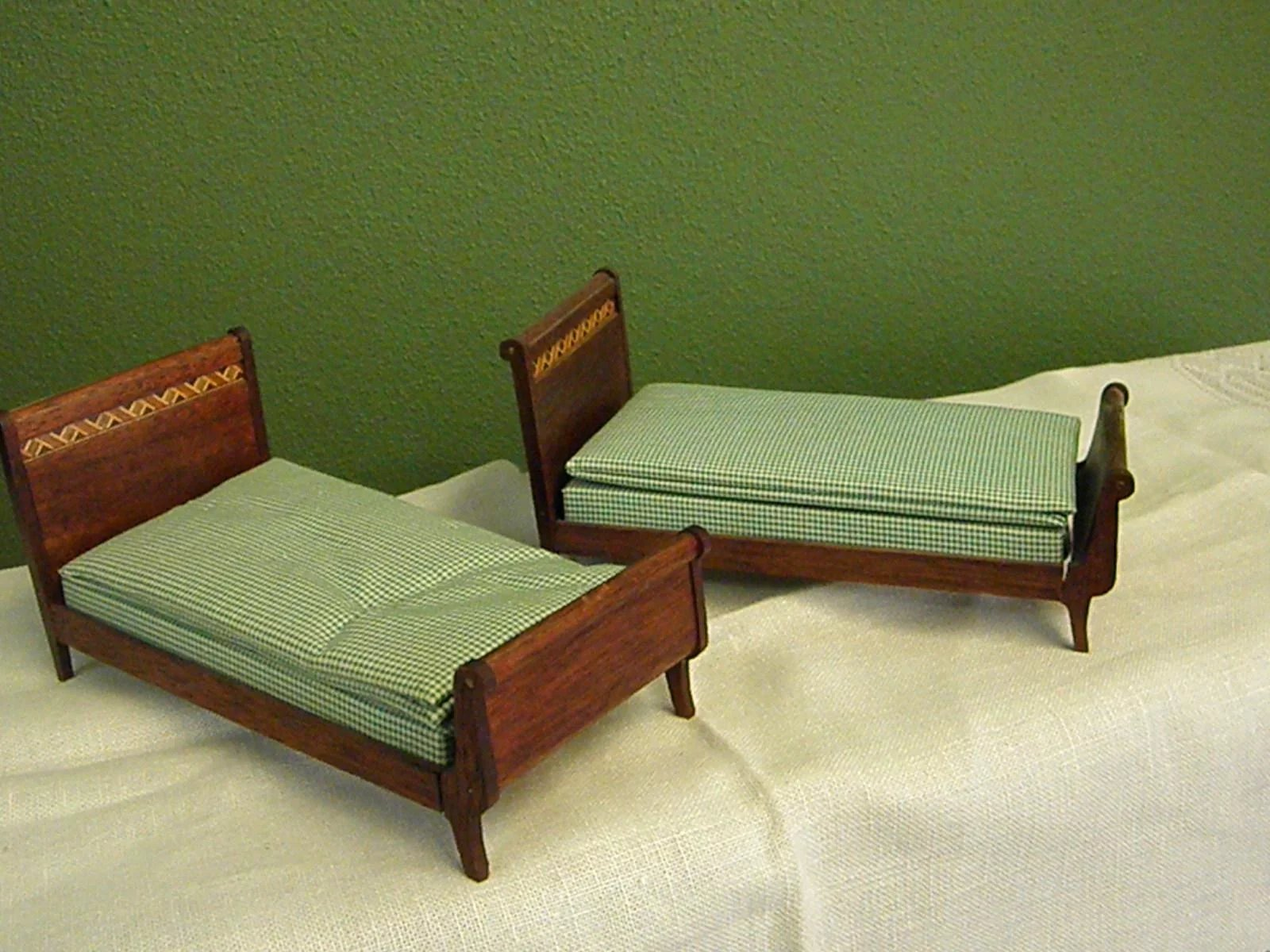 Darling Larger Twin Mahogany Dollhouse Beds Bluebonnet
