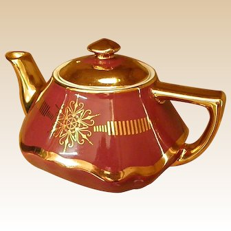 Classic Gold Accented Hall Baltimore Teapot
