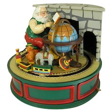 Delightful Willitts Designs Santa Claus is Coming to Town Music Box