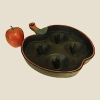 Clever Apple-Shaped Cast Iron Apple Baker