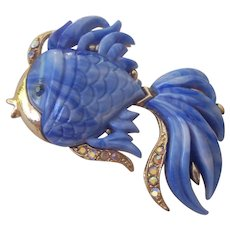 Hattie Carnegie Blue Marbled Lucite Fancy Fish Brooch Gold tone