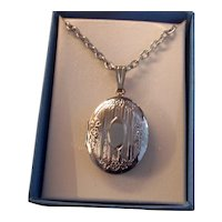 Silver tone Photo Locket Pendant on Chain Necklace
