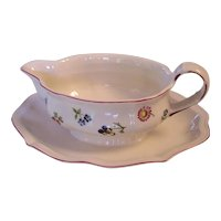 Villeroy & Boch Petite Fleur Gravy Boat with attached Underplate V & B