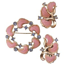Pink Molded Thermoset Blue Rhinestones Brooch and Earrings Set Gold tone
