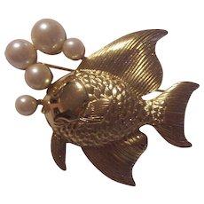 Fish Blowing Bubbles Faux Pear Unsigned Richelieu Gold tone