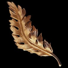 Vintage Coro Feather or Leaf Brooch in Gold tone 1961