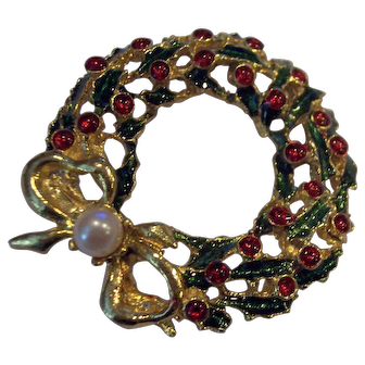 Christmas Wreath with Faux Pearl Brooch Gold tone