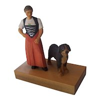 Brienzer Holz-Schnitzerei Swiss Wood Carvings Sculpture Mountain Woman & Dog Figures