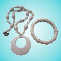 FUN Summer Whites Midcentury Necklace and bamboo Bracelet Vintage Set