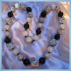 "Fabulous Classic Black & White Speckled 24"" Vintage Necklace"