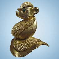 Adorable Quality Skunk Figural Vintage Brooch Pin Textured Gold tone Emerald Crystal Eye