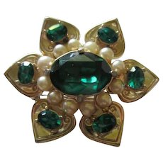 Gorgeous Coro Craft Brilliant Emerald fx Pearls Gold plated Excellent Vintage Brooch Pin Pendant