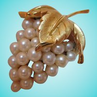 Crown Trifari Signed fx Pearl Grape Cluster Vintage Brooch Pin
